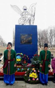 1_Памятник_Небеснiй_сотнi_у_селi_Бакша