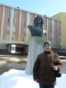 Євген-Букет-біля-памятника-Салавату-Юлаєву-в-Янгантау